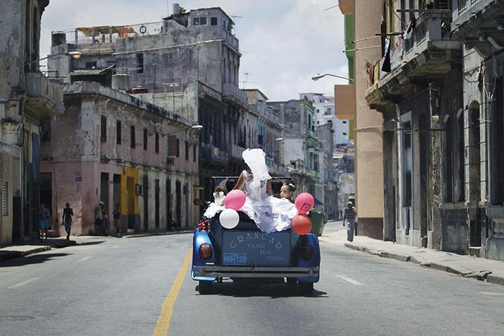 A-bride-rides-a-car-with--010
